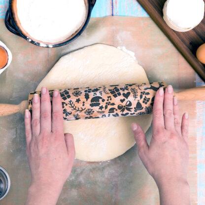 drewniany wałek do ciasta z grawerowanym świątecznym wzorem prezent dla niej na święta