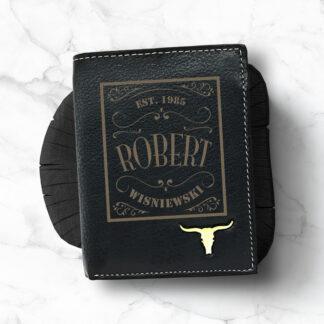 skórzany portfel z grawerowanym imieniem nazwiskiem i rokiem prezent dla niego na urodziny